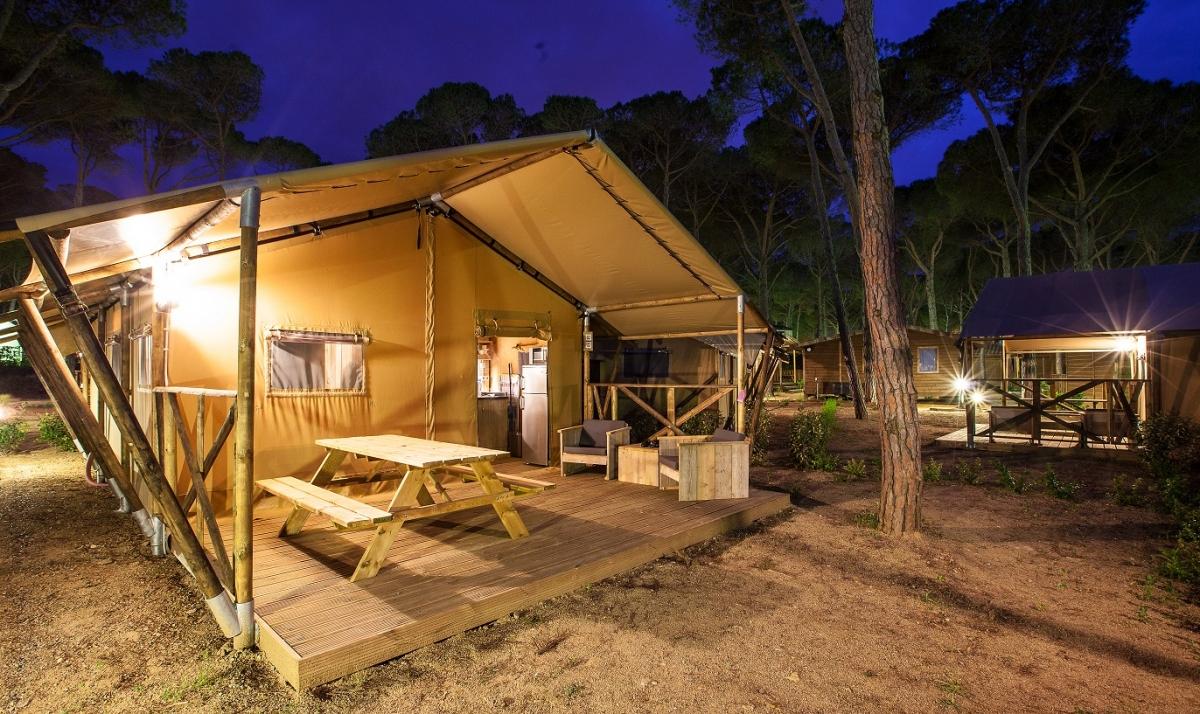 tente safari woody cabanes co. Black Bedroom Furniture Sets. Home Design Ideas